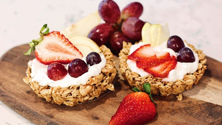 Breakfast Yogurt Granola Tarts
